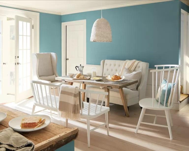 Interior design trends 2021: blue dining room