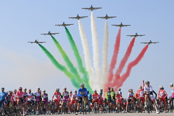 The Frecce Tricolori fly over the Giro d'Italia peloton
