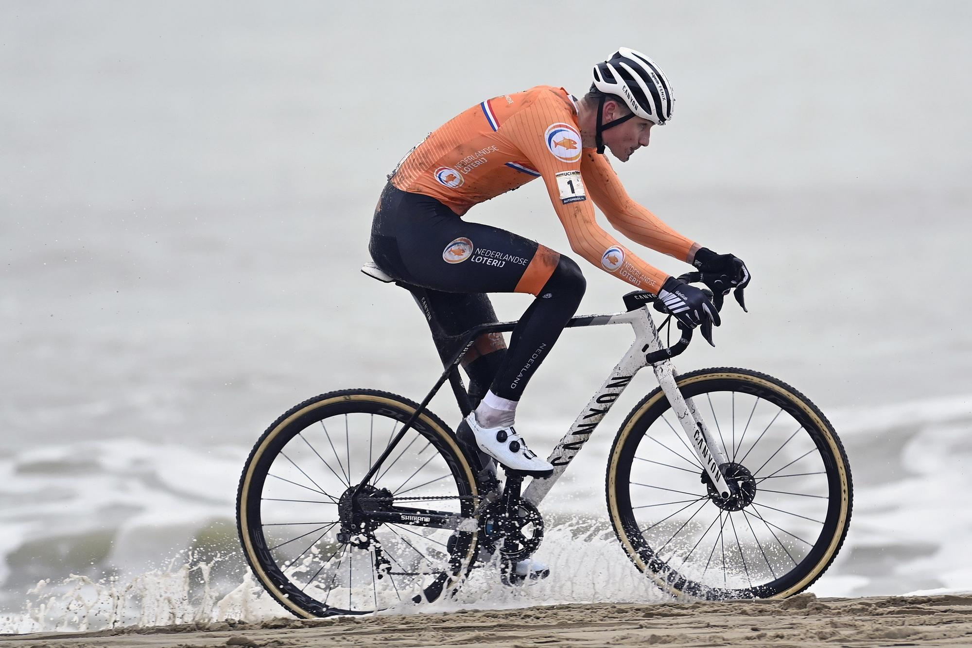 https www cyclingnews com news van der poel assails sand for fourth cyclo cross world title