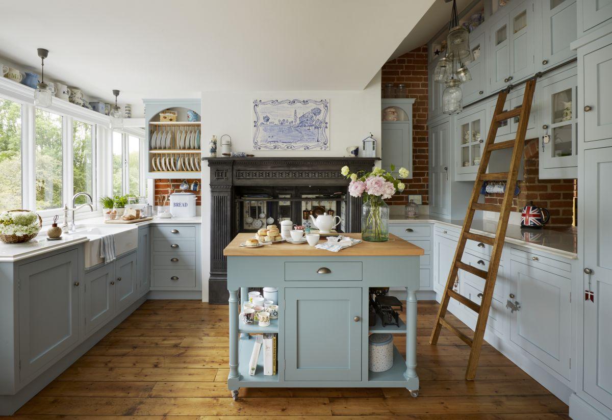 Designing a farmhouse kitchen: 13 ideas that are brimming ... on Farmhouse Kitchen Ideas  id=84917