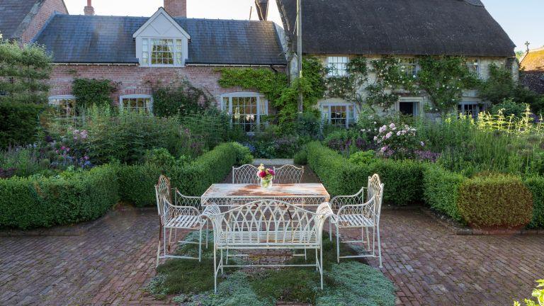 cottage garden patio ideas 11