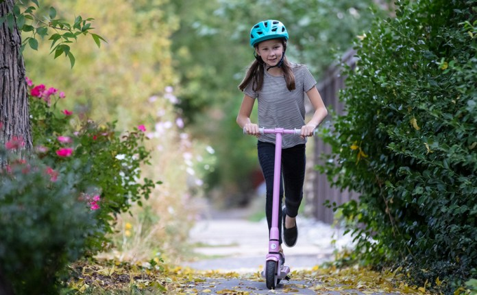 best electric scooters for kids: GoTrax GKS