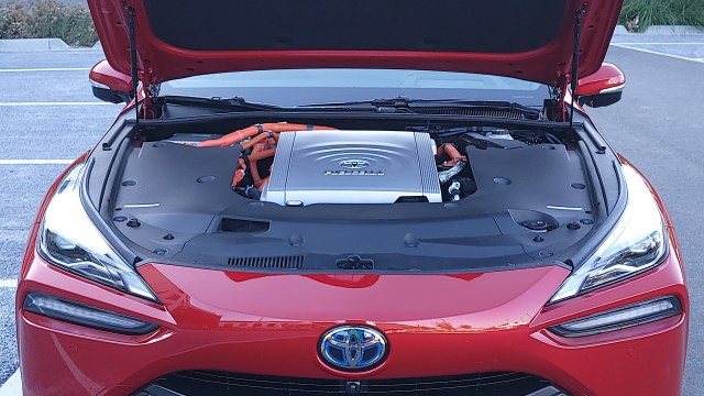 Under the hood of the Toyota Mirai (2021)