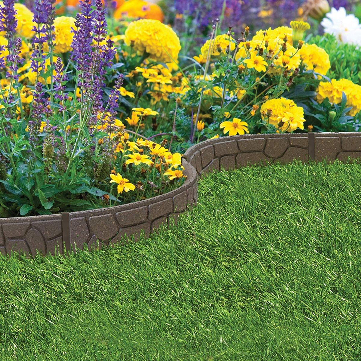 Lawn edging: 8 ideas to keep your borders neat | Real Homes on Backyard Border Ideas  id=69253