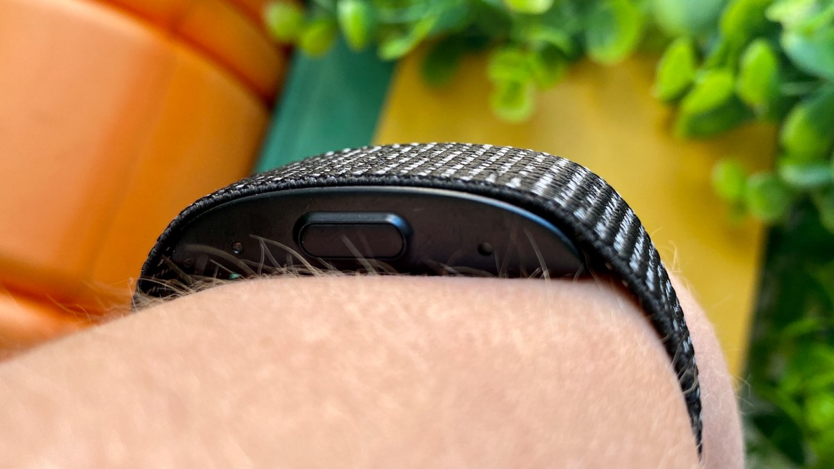 Amazon Halo review: Giving this creepy voice-analyzing fitness band a chance