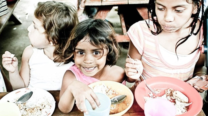 image of children eating in the developing world