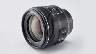 A 35mm prime on an APS-C DSLR will give much the same view as the human eye