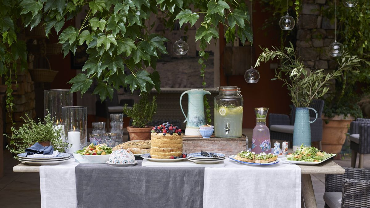 Outdoor dining: 11 ideas for alfresco dining at home ... on Patio Dining Area Ideas id=58052