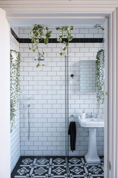 19 black and white bathroom ideas for a