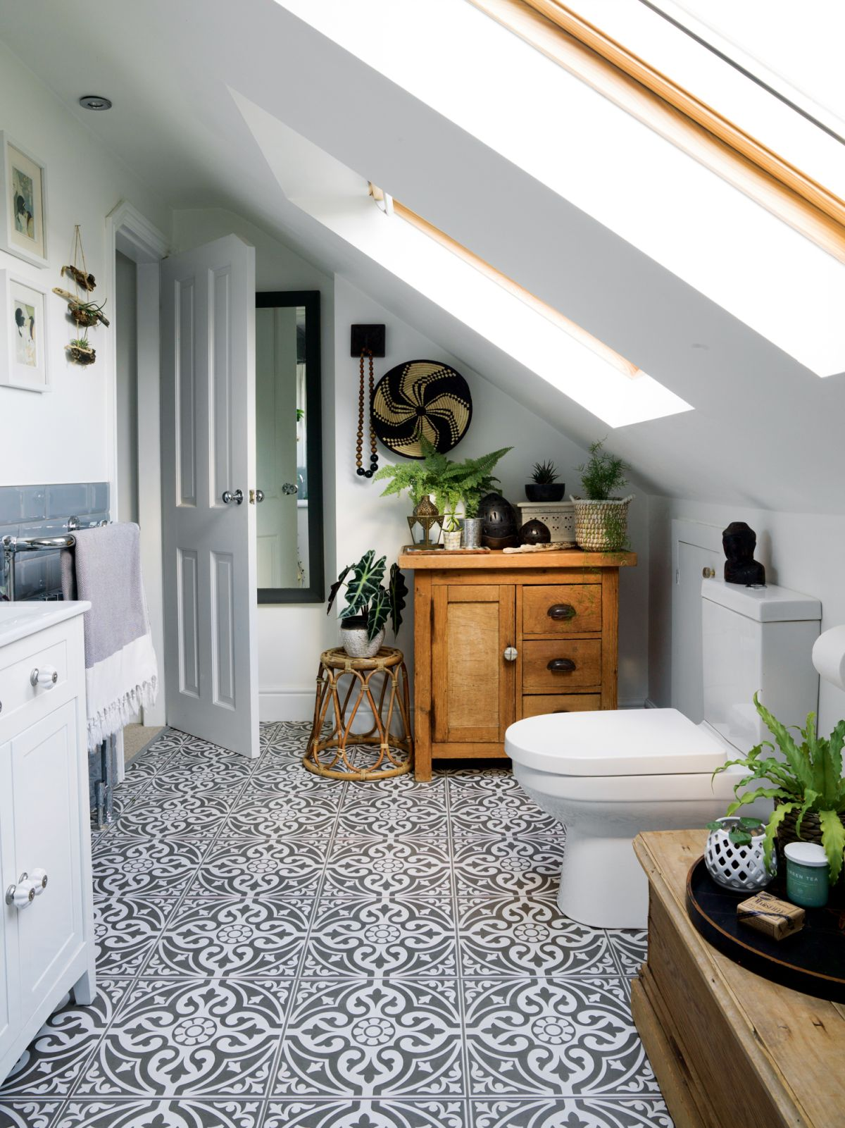 Small bathroom storage ideas: 17 ways to clear the clutter ... on Ideas For Small Bathrooms  id=48033
