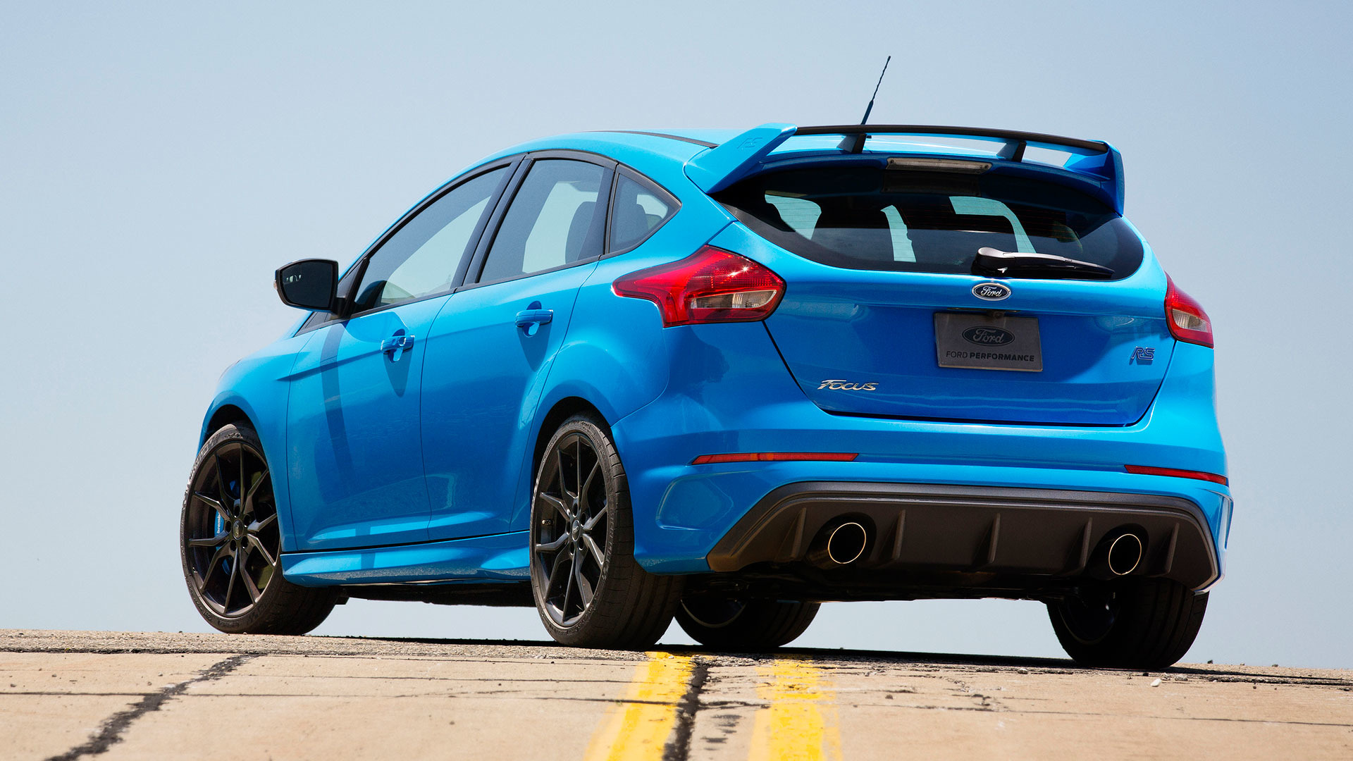 watch the ford focus rs lap the