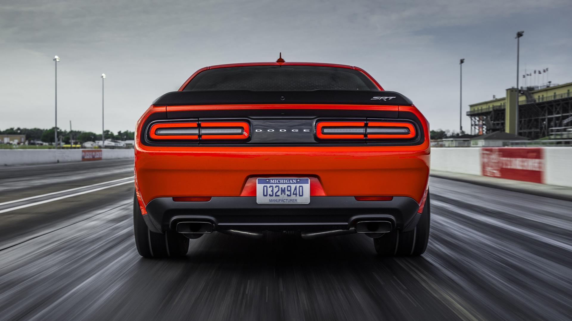 https www motor1 com news 487835 dodge demon porsche 911 race