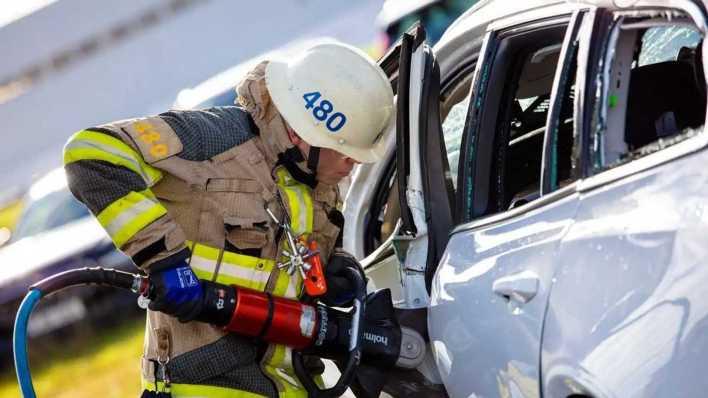 Volvo - Crash-test derrubando carro de um guindaste