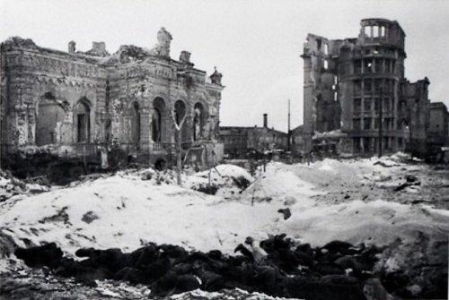 800px-Сталинград._Разрушенный_музей_обороны_Царицына.jpg (94 KB)