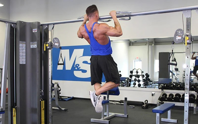 Close Grip Pull Up: Video Exercise Guide & Tips