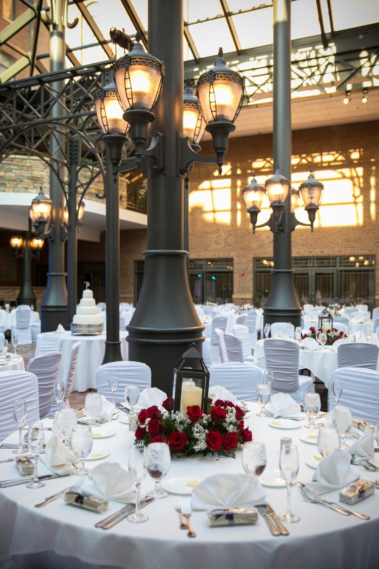 Upscale Plymouth Wedding At The Inn At St Johns MI My