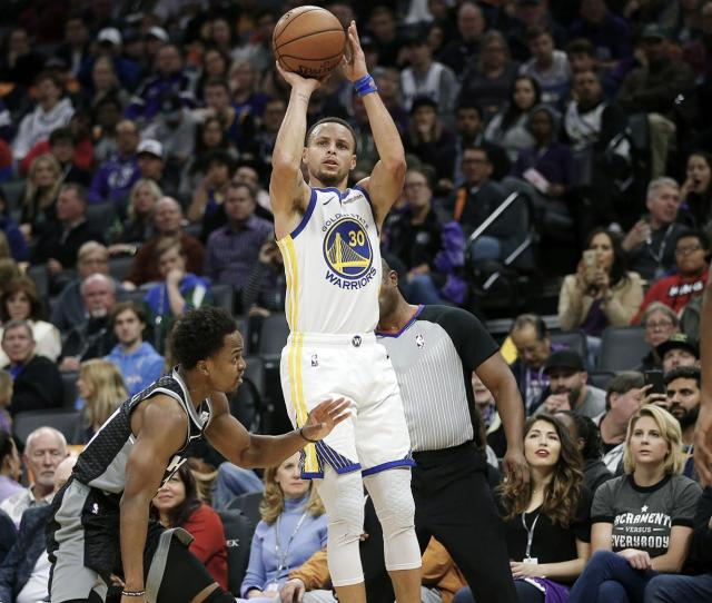 Warriors Kings Combine For Nba Record 41 3 Pointers