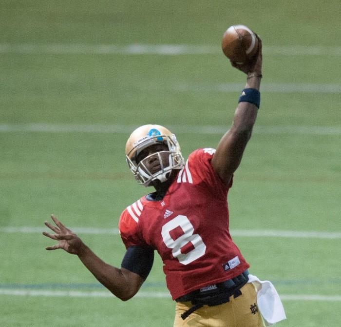Sophomore quarterback Malik Zaire throws a pass during a Notre Dame spring practice April 13, 2013.