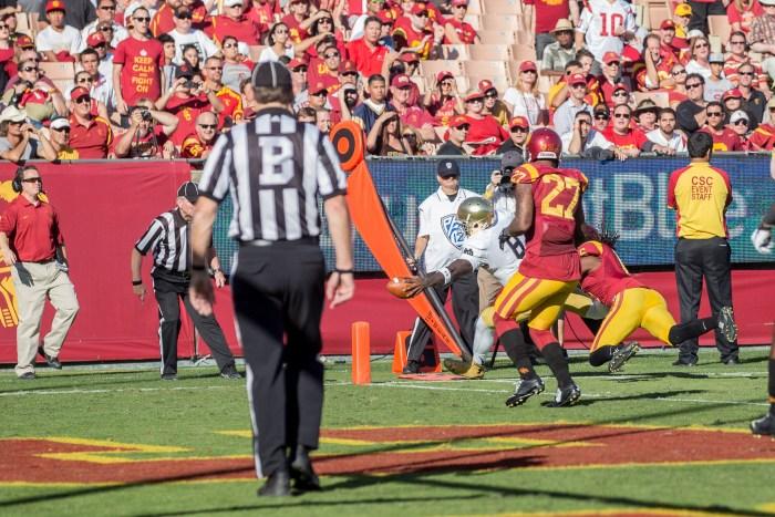 Irish sophomore quarterback Malik Zaire reaches for a touchdown.