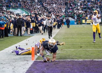 Irish wide receiver C.J. Prosise dives into the end zone for a touchdown.