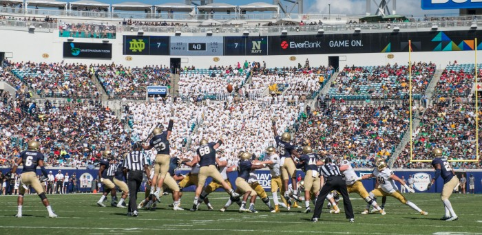 Justin Yoon makes a 39 yard field goal to give ND a 10-7 lead with 1:47 left in the 1st Quarter.