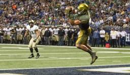 Durham Smythe catches a touchdown pass from DeShone KIzer in Saturday's 44-6 win.