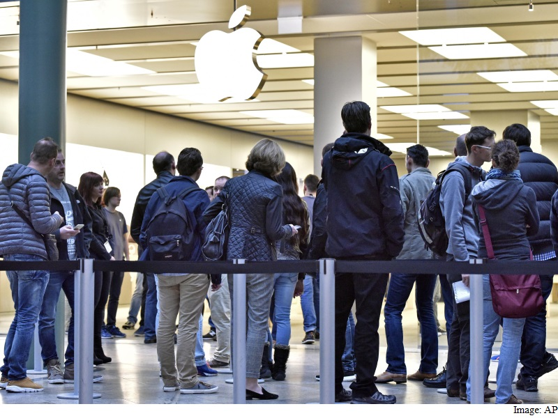 Apple, Google to Face EU Lawmakers Over Tax Deals