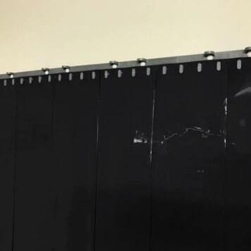 rideau a lanieres pvc standard noir opaque recouvrement 100