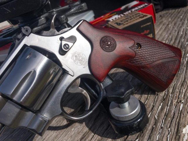 I loved the wood grips on this revolver. They feel as good as they look.