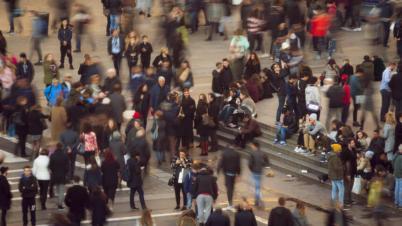 Menschenmengen in Kontakt