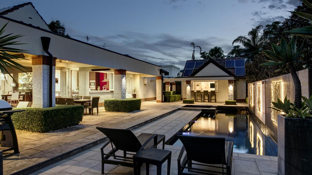 A perfect example of seamless indoor/outdoor living on Seamless Indoor Outdoor Living id=69154