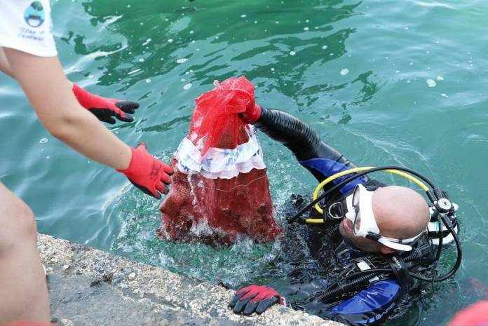 Bughaddas-Diver-clean-up-Isla