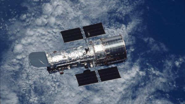 Hubble Telescope Discovers Mysterious Undulating Objects ...