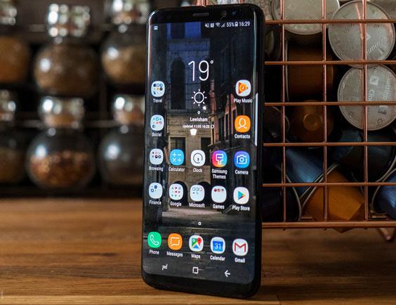 Tuy có kích thước màn hình lớn, nhưng trông Galaxy S8/S8+ vẫn nhỏ gọn