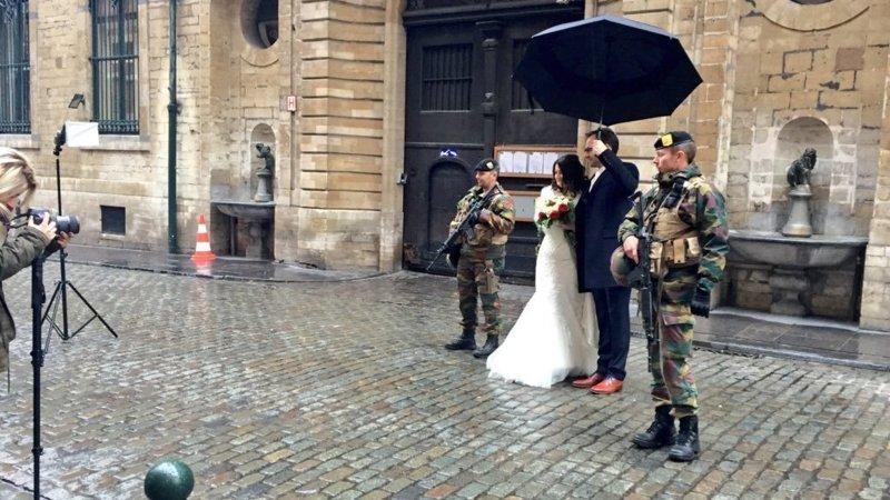 iconische bruidspaarfoto jeugdjournaal