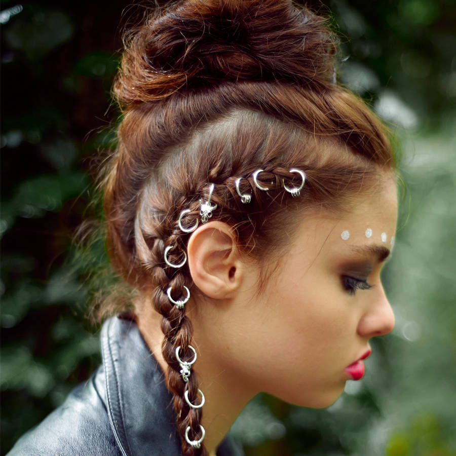 Edgy Goth Hair Skeleton Rings Unique And Quirky Gift Ideas Any Odd Person Will Appreciate (Fun Gifts!)