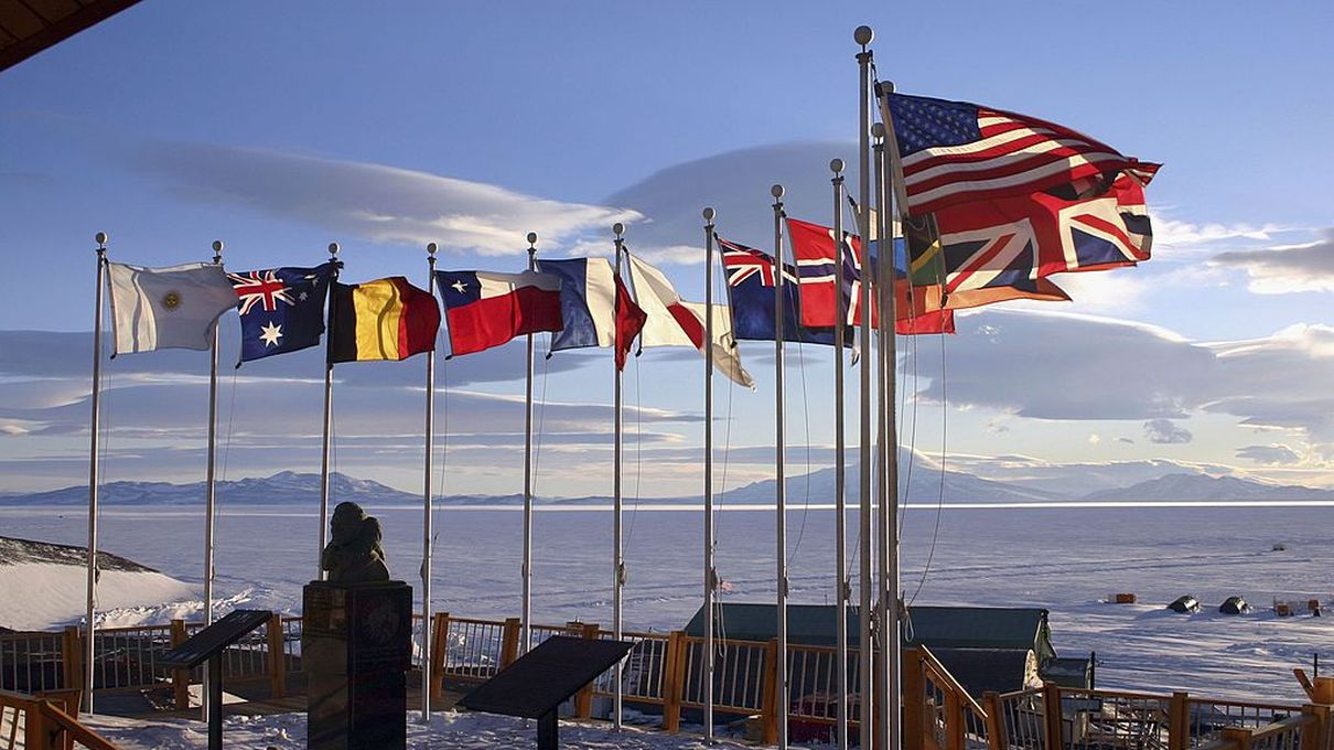 McMurdo Station, flags