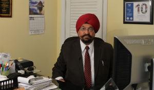 Professor Turned Journalist Bridges NY and India