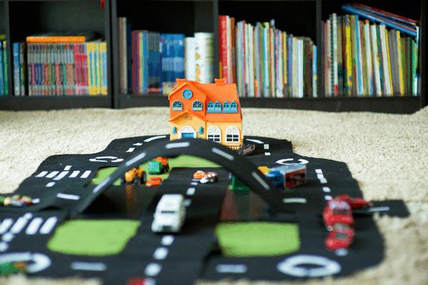 Race track play mat