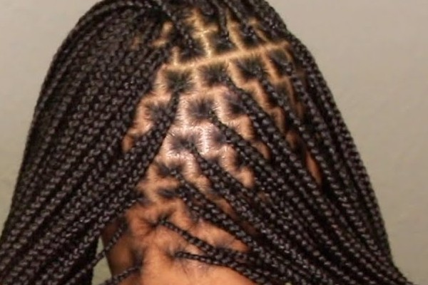The long knotless braids for fashion.