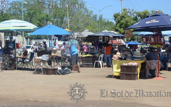 Forbidden vendors in Malecón de Mazatlán