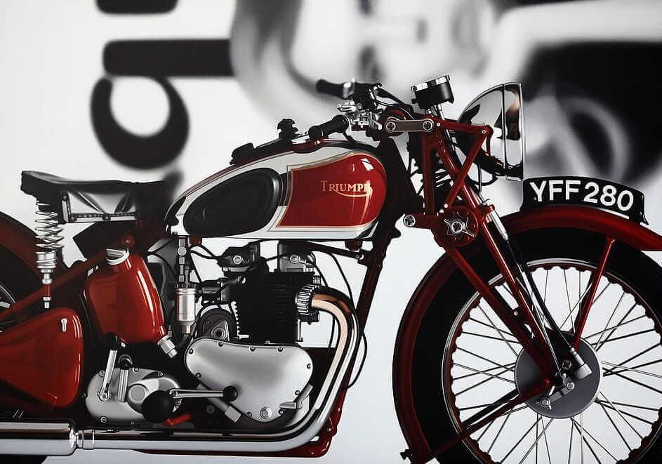 Pintura realista de moto triumph bober