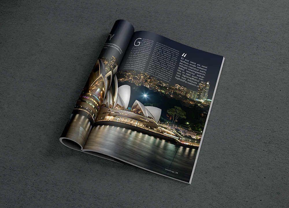 Mockup de revista doblada gratis