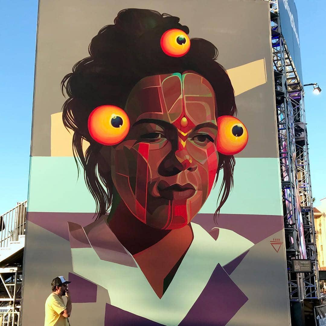 mural de mujer por la artista gleo