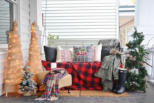 rustic Christmas porch decor