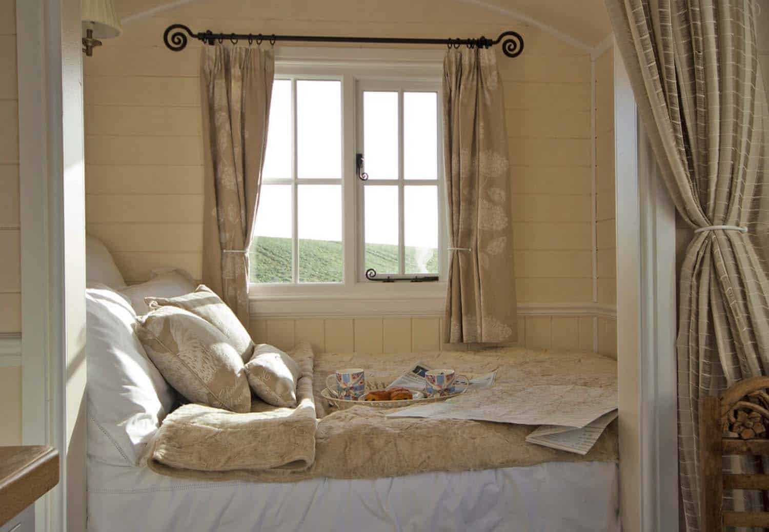 46 Amazing tiny bedrooms you'll dream of sleeping in on Amazing Bedroom  id=94340