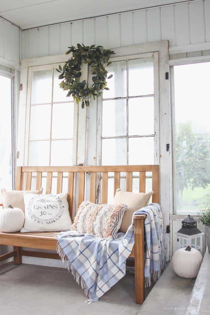 50+ Absolutely gorgeous farmhouse fall decorating ideas on Farmhouse Decorating Ideas  id=62782