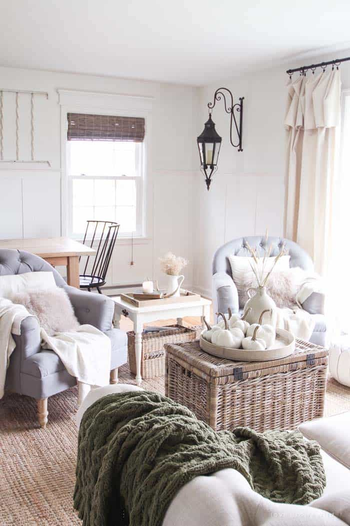 50+ Absolutely gorgeous farmhouse fall decorating ideas on Farmhouse Decorating Ideas  id=98037