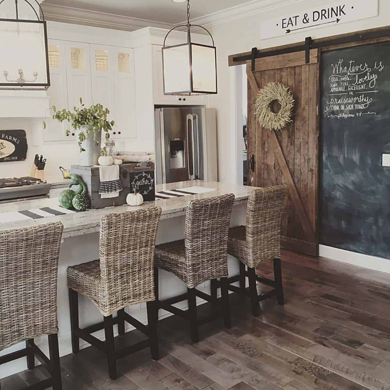 50+ Absolutely gorgeous farmhouse fall decorating ideas on Farmhouse Decorating Ideas  id=72677