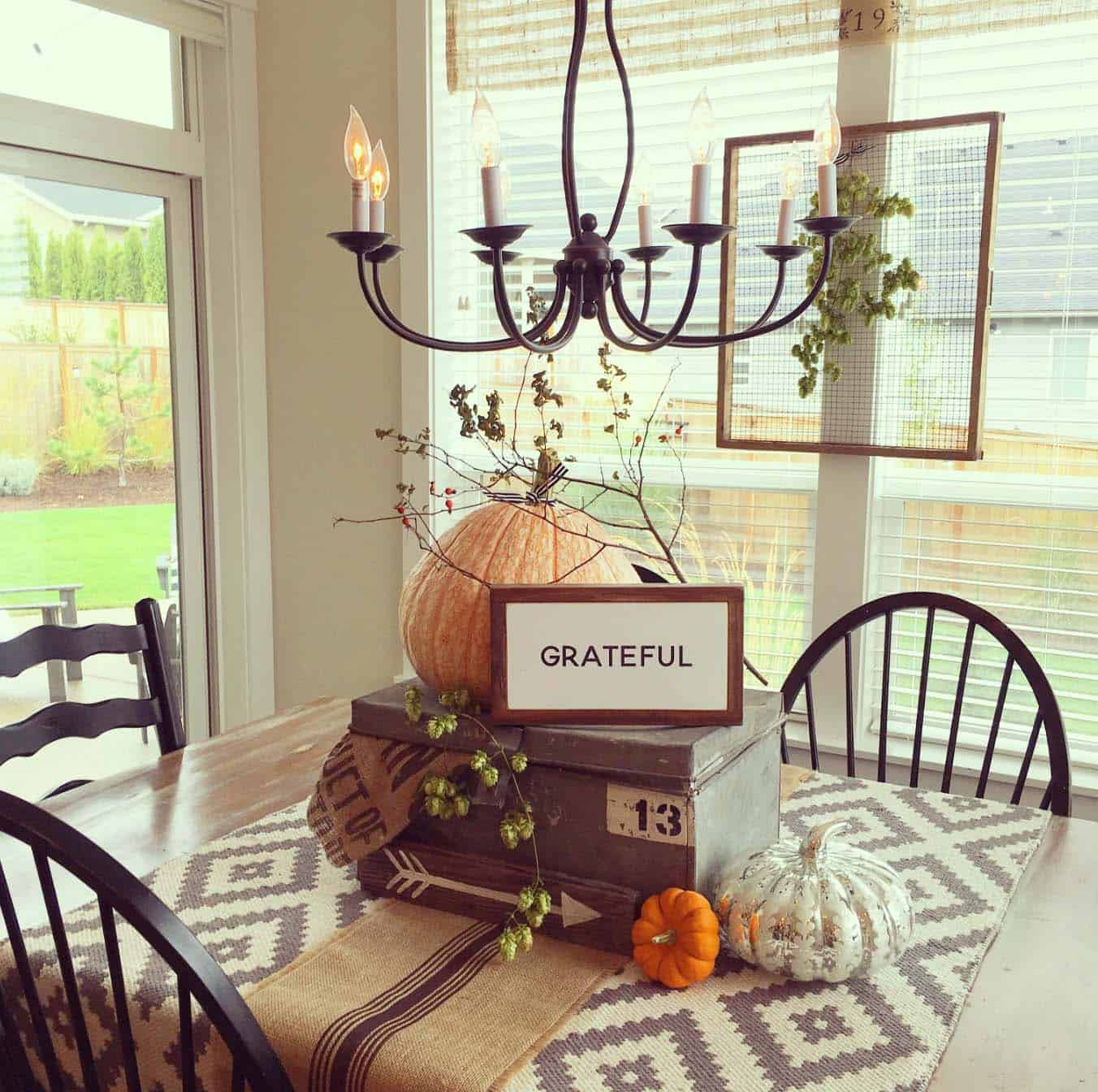 50+ Absolutely gorgeous farmhouse fall decorating ideas on Farmhouse Decorating Ideas  id=66978